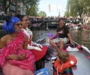 Koningsdag Gay Pride Canal Parade Amsterdam grachten bootje huren