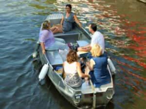 Avontuurlijke rondvaart Boaty sloep huren Amsterdam zelf varen over de grachten
