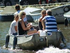 Boats4rent sloep huren Amsterdam Westerpark avontuurlijke rondvaart Amsterdamse grachten zelf varen