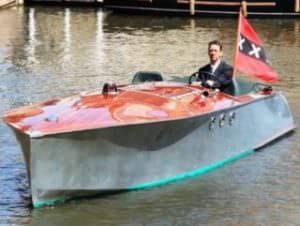 Luxe prive rondvaart in Amsterdam op elektrische speedboot Anne Bonney met Rondvaartvergelijker