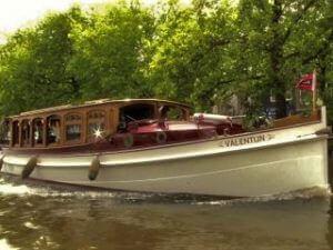 Luxe salonboot voor prive rondvaart door Amsterdam via de Rondvaartvergelijker
