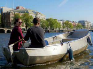 Rondvaart Amsterdam sloep huren en zelf varen over de Amsterdamse grachten Boaty en Boats4rent
