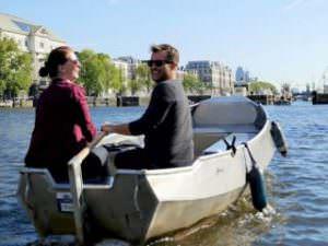 Rondvaart Amsterdam sloep huren en zelf varen over de Amsterdamse grachten met Boats4rent