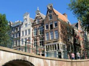 Amsterdamse grachten rondvaart met een rondvaartboot door het centrum van Amsterdam