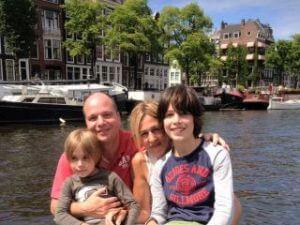 Rondvaart-Amsterdam-boottocht-over-de-Amsterdamse-grachten-met-Rondvaartvergelijker