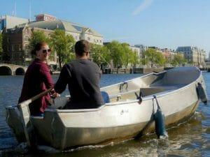 Boot mieten und selbst fahren auf den Grachten von Amsterdam bei Boaty und Boats4rent
