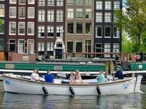 Kanalfahrt Amsterdam offenes Boot Blue sky boat