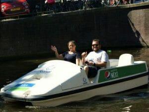 Tretboot Elektroboot SUP Kayak mieten für eine aktive Grachtentour in Amsterdam