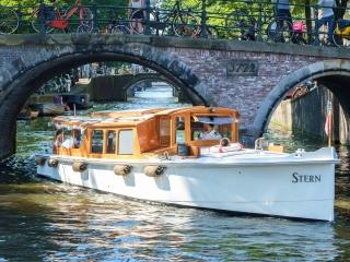 'Stern': klassieke luxe salonboot