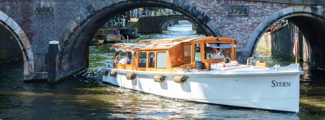 Salonboot Amsterdam huren prive rondvaart grachten