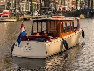 'Sarah': kleine elektrische salonboot