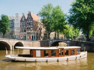 'Ondine', luxe authentiek Amsterdamse salonboot